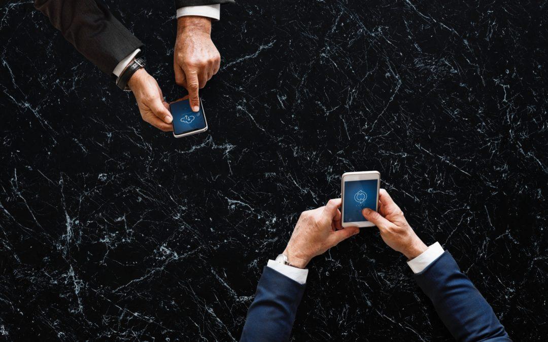 Il mondo digitale come piazza di contrattazione: il piccolo imprenditore incassa prima e la fattura diventa merce.